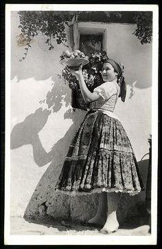 Sárközi népviselet Art Costume, Folk Costume, Human Poses, Folk Dance, Still Life Art, My Heritage, Vintage Photographs, Historical Photos, Traditional Dresses