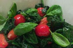 Gewokte spinazie met tomaat en basilicum | Francesca Kookt!