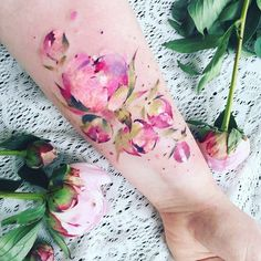 "9,079 Likes, 161 Comments - Pis Saro🍃 (@pissaro_tattoo) on Instagram: ""Fresh work. 💕 #peonytattoo #flowertattoo #planttattoo #watercolortattoo"""
