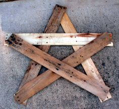 Rustic star made from Reclaimed Pallet Wood...diy