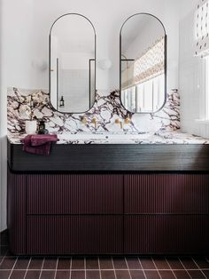 17 Fresh & Inspiring Bathroom Mirror Ideas to Shake Up Your Morning Lipstick Routine Bad Inspiration, Interior Inspiration, Interior Ideas, Bathroom Mirror Inspiration, Mirror Ideas, Bathroom Ideas, Diy Mirror, Budget Bathroom, Bathroom Renovations