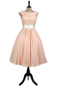 The Hollywood Collection Martha Vintage Short Wedding Dress With Full Skirt and Cap from the Iconic shapes inspired by Hollywood movie stars from times gone by. Bridesmaid Dresses Uk, Prom Dresses, Wedding Dresses, Bridesmaids, 1950s Fashion Dresses, Vintage Style Dresses, Old Dresses, Retro Dress, Dream Dress
