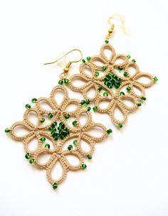 Ecru tatted earrings geometric dangle earrings by Ilfilochiaro