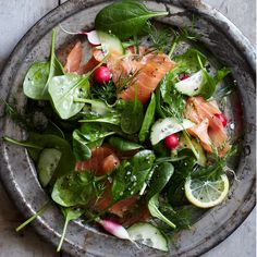 Spinach and Smoked Salmon Salad with Lemon-Dill Dressing--This refreshingly crunchy salad makes for an excellent spring lunch or super quick dinner. Lemon Dill Dressing Recipe, Smoked Salmon Salad, Recipes With Smoked Salmon, Raw Salmon, Mustard Salmon, Salmon Salad Recipes, Poached Salmon, Wine Recipes, Cooking Recipes