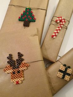 : DIY : Tuto : perles Hama à repasser : modèles simple Noël : pour décorer ses… Hama Beads Design, Diy Perler Beads, Hama Beads Patterns, Perler Bead Art, Beading Patterns, Christmas Gift Wrapping, Christmas Crafts For Kids, Holiday Crafts, Christmas Diy