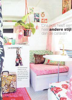 Kleurige Kip Caravan in Ibiza-style