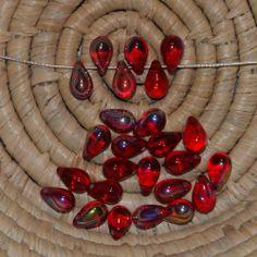 Lot 25 perles en verre - forme goutte 6x9 mm - rubis A/B