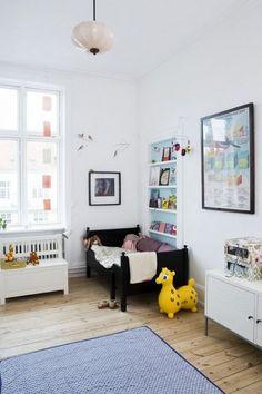 Another toddler room idea Baby Decor, Kids Decor, Kids Room Bookshelves, Bookshelf Ideas, Bookcase, Ideas Habitaciones, Diy Bett, Deco Kids, Home And Deco