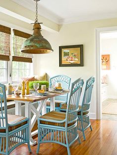 Love the turquoise chairs!