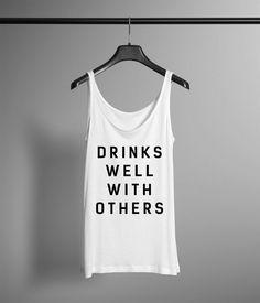 Trinkt auch mit anderen Frauen Tanktop. Lustige faulen Tag Hipster Shirt Geschenk. Lustige Tee