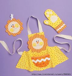 McCall's Sewing Pattern Children's Aprons, Mitts and Pot Holders Sewing Aprons, Mccalls Sewing Patterns, Fabric Crafts, Sewing Crafts, Sewing Projects, Child Apron Pattern, Cool Aprons, Childrens Aprons, Diy Bebe