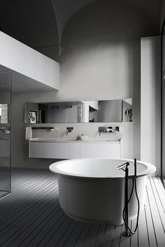 Source: 10 Round Soaking Tubs for Two