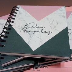 pedido de libretas personalizadas, ideal para regalo de navidad Back To School Supplies For Teens, Tumblr School Supplies, Cute School Supplies, Diy Notebook Cover For School, Notebook Covers, School Notebooks, Cute Notebooks, Middle School Hacks, Welcome To School