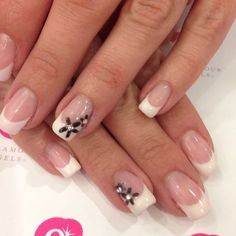 You don't need acrylic to have gorgeous French tips! #frenchtips #noacrylic #nailart #glamourgels