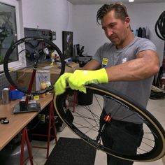 Guncher is having a long day at the ''office'' with the @feedbacksports truing stand! @tinkoff_saxo #classice2015