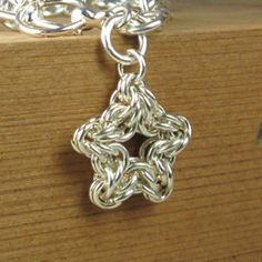 Star chainmaille instructions and ring sizes.