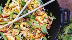 Riz sauté aux légumes, crevettes et basilic thaï Veggie Recipes, Healthy Recipes, Healthy Food, Exotic Food, Couscous, Cooking Time, Risotto, Seafood, Veggies