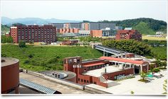 Kanazawa, one of Japan's foremost academic cities along with Kyoto and Sendai, has been fostering a lot of personnel through state-of-the-art research and studies in an atmosphere conducive to learning.