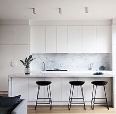 Definitions Of Impressive Modern Kitchen Interior Designs 16 - homesuka Modern Kitchen Interiors, Contemporary Kitchen Design, Black Interiors, New Kitchen, Kitchen Dining, Kitchen Decor, Home Interior, Interior Design Kitchen, Studio Interior