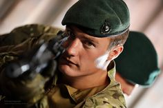 Royal Marines Train With Airsoft For Anti-Piracy Operations British Royal Marines, British Armed Forces, British Army, British Royals, British Isles, Military Beret, Military Men, Military Uniforms, War Photography