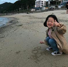 Kwon Yuli ♡♡♡ uploaded by 🍒┊𝙡𝙚𝙩𝙞𝙘𝙞𝙖. 🤟 on We Heart It Cute Asian Babies, Korean Babies, Asian Kids, Cute Little Baby, Little Babies, Baby Kids, Cute Outfits For Kids, Cute Kids, Funny Cartoon Memes