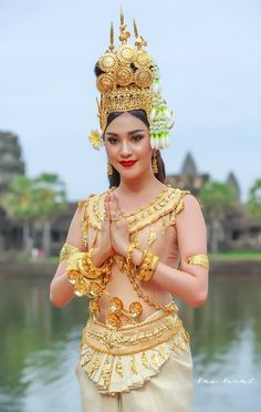 Travel clothes women asia traditional dresses 27 Ideas for 2019 Thai Traditional Dress, Traditional Outfits, Thai Fashion, Thai Dress, Khmer Wedding, Travel Dress, Travel Clothes Women, Wedding Costumes, Asian Beauty