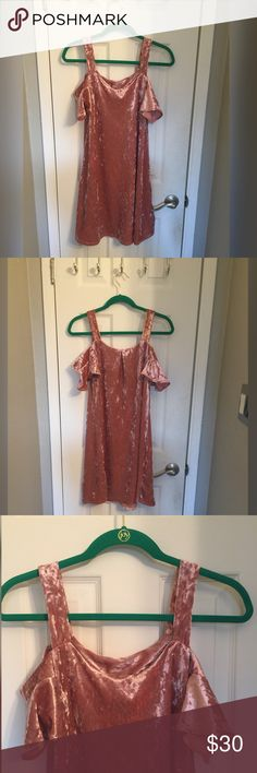 💕 Pretty in Pink  💕 Classy loose fitting dress. Feel free to make an offer francesca's Dresses Midi
