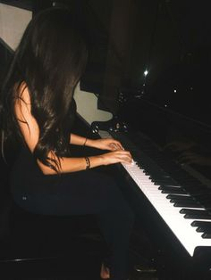 Everyone has a story. I was bullied my whole life and music took me away! Yeah so music is my best friend ~Aaliyah Alisandra & Madison Beer Cute Girl Photo, Girl Photo Poses, Girl Photography Poses, Girl Photos, Madison Beer, Fake Photo, Girly Pictures, Jolie Photo, Aesthetic Girl