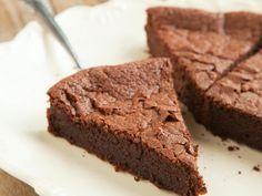 Gâteau très rapide au yaourt et au chocolat : Recette de Gâteau très rapide au yaourt et au chocolat - Marmiton