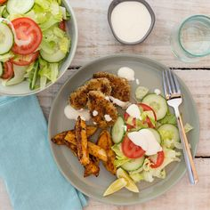 Herb-Crusted Chicken with Cajun Chips, Salad and Yoghurt Mayo Cajun Spice Mix, Spice Mixes, Crusted Chicken, Green Tomatoes, Lettuce, I Foods, Cobb Salad, Spices, Chips