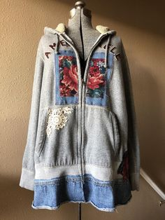 Embellished with Artsy Appliqué Red Tapestry Roses, Cotton Crochet Lace, and Distressed Denim Patchwork. The Hoodie is a nice High Quality American Eagle Brand . Distressed Denim, Boho Gypsy, Gypsy Rose, Diy Kleidung Upcycling, Umgestaltete Shirts, Denim Shirts, Alter Pullover, Old Sweater, Upcycled Clothing