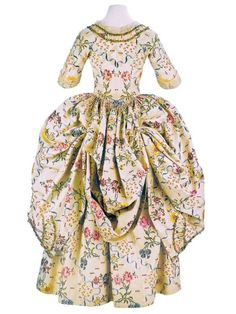 Robe a la polonaise ca. From the Museo de la Moda. 18th Century Dress, 18th Century Costume, 18th Century Clothing, 18th Century Fashion, 17th Century, Rococo Fashion, French Fashion, Vintage Fashion, Vintage Gowns