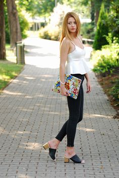 Mules – Jessica Buurman / Pants – Zara / Top – Sheinside / Clutch – Front Row Shop.