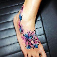 Aquarell Tattoo Miami von Leito Source tattoo, small tattoo, meaningful tattoo, tattoo arm, tattoo f Trendy Tattoos, Love Tattoos, Beautiful Tattoos, Body Art Tattoos, Key Tattoos, Skull Tattoos, Tattoos For Women Flowers, Foot Tattoos For Women, Lotus Tattoo Design