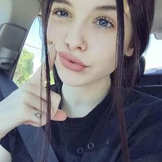 Acacia brinley acacia brinley clark acacia clark q u e e n s красота, идеи Ft Tumblr, Tumblr Girls, Acacia Clark Outfits, Acacia Brinley Tumblr, Cute Nose Piercings, Small Nose Piercing, Dark Hair Pale Skin, Beautiful Girl Makeup, Peinados Pin Up