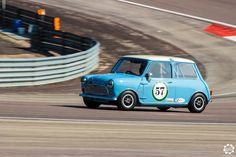 #Mini #Cooper #S sur la piste de #Dijon_Prenois au #GPAO Article original : http://newsdanciennes.com/2015/06/07/news-danciennes-au-grand-prix-de-lage-dor/ #Racecar #VintageCar #ClassicCar