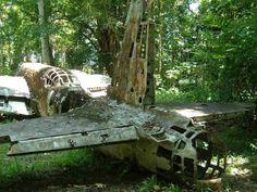 Restos abandonados de un Nakajima Ki-49 Donry, un bombardero medio utilizado por la Fuerza Aérea del Ejército Imperial Japonés durante la segunda guerra mundial. La imagen está tomada en la provincia de Madang, en Papúa Nueva Guinea. | Wikipedia / Acred99