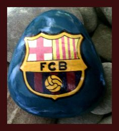 Logo FC Barcelona Bemalter Stein/painted stone made by Kathleen Podzorsky