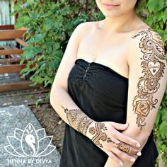 It's been a while since I did one of these shoulder pieces. Happy with how this turned out! What do y'all think?  #hennabydivya #bridal #hennapro #torontohennaartist #naturalhenna #hennastain #indiandestinationwedding #indianwedding #torontowedding #hennaartist #hennadesigns #indianbrides #mehndi #mehndidesign #mehndiart #mehndiartist