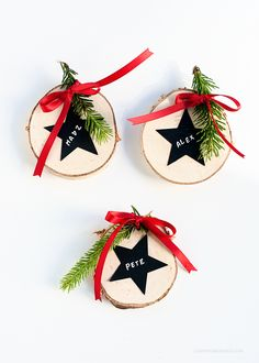DIY Last Minute CHristmas Place Settings via Love From Ginger