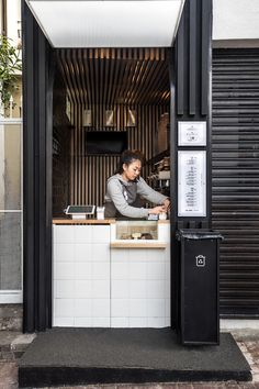 Small cube design of the coffee shop gives it space-savyy appeal - Decoist Design Café, Kiosk Design, Deco Design, Cube Design, Cafe Shop Design, Coffee Shop Interior Design, Small Cafe Design, Coffee Design, Modern Restaurant