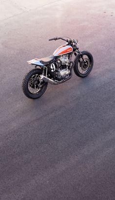"""Kawasaki W650 """"tracker"""""""