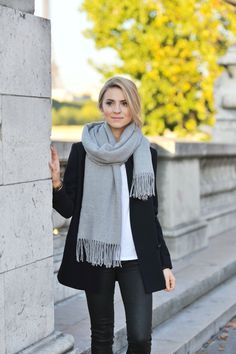 Moda 2015 invierno: bufandas para tus looks y cómo usarlas Fashion 2015 winter: scarves for your looks and how to wear them Mode Outfits, Fall Outfits, Casual Outfits, Classy Outfits, Beautiful Outfits, Fashion Outfits, Classy Casual, Classy Style, Outfit Winter