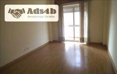 Apartamento T4 situado no centro de Setúbal com muito boas áreas. Prédio com elevador. Varandas. Zona muito bem servida de transportes, comercio e serviços. Lic. 9970 AMI