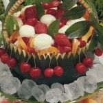 Macedonia e gelato nell'anguria.