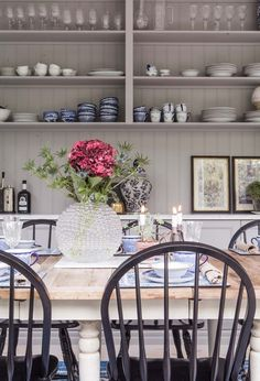 A delightful century Swedish villa Dinner Table, A Table, Old Fashioned Kitchen, Beautiful Interior Design, Küchen Design, Kitchen Living, Kitchen Styling, Room Inspiration, Decorating Your Home