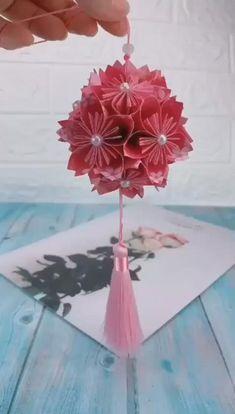 Cool Paper Crafts, Paper Flowers Craft, Paper Crafts Origami, Fun Crafts, Tissue Paper Decorations, Paper Wall Decor, Paper Flower Garlands, Origami Paper Folding, Newspaper Crafts