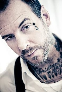 Mike ness social distortion punk rock n roll rockabilly Face Tattoos For Men, Small Face Tattoos, Facial Tattoos, Tattoos For Guys, Cool Tattoos, Face Tats, Tatoos, Mike Ness, Social Distortion