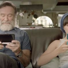 Robin Williams and Zelda Williams playing 3DS in the Nintendo Spot. #Robin #Williams #Zelda #spot  zelda-spot-06