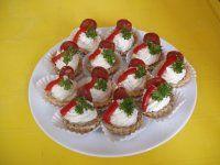 Letní plněná paprika | Mimibazar.cz Caprese Salad, Bruschetta, Sushi, Buffet, Food And Drink, Ethnic Recipes, Breads, Flora, Entertaining